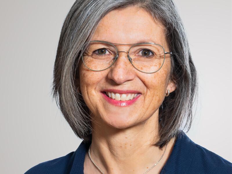 Beatrice Rohrer führt den Empfang der Eberli AG.